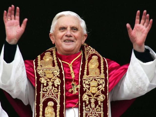O Papa Emérito  Bento XVI e os gatos